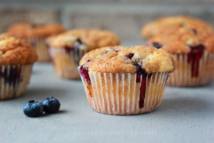 Easy Blueberry Muffins Recipe with crumble topping