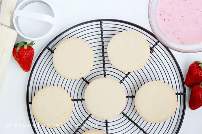 strawberry shortbread cookie BHG