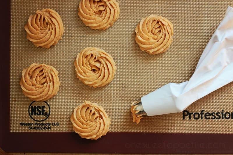 rose-pumpkin-spice-cookies