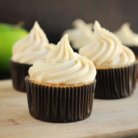 caramel apple cupcakes (cake mix hack)