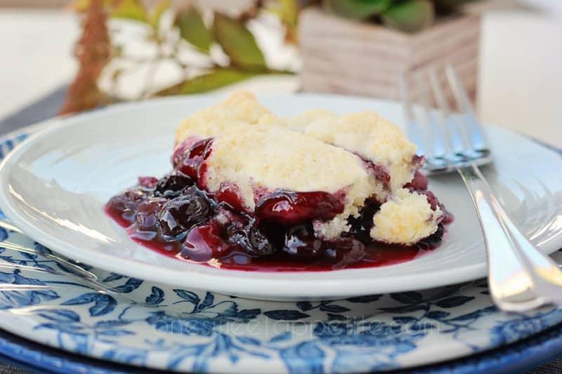 easy-blueberry-cobbler