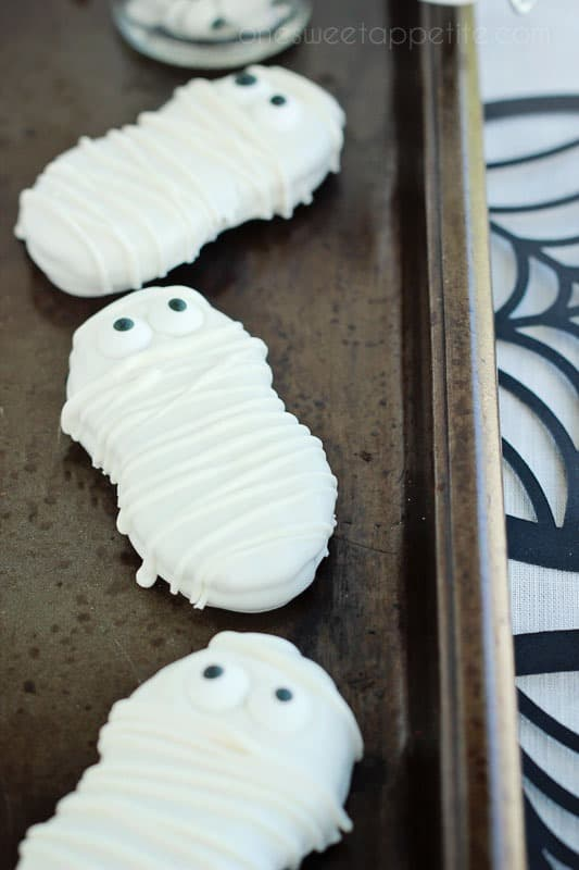 Easy Halloween Mummy Cookies