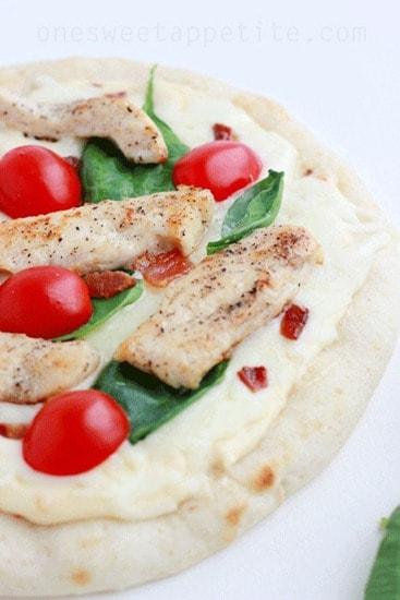 mini-chicken-alfredo-pizza_thumb