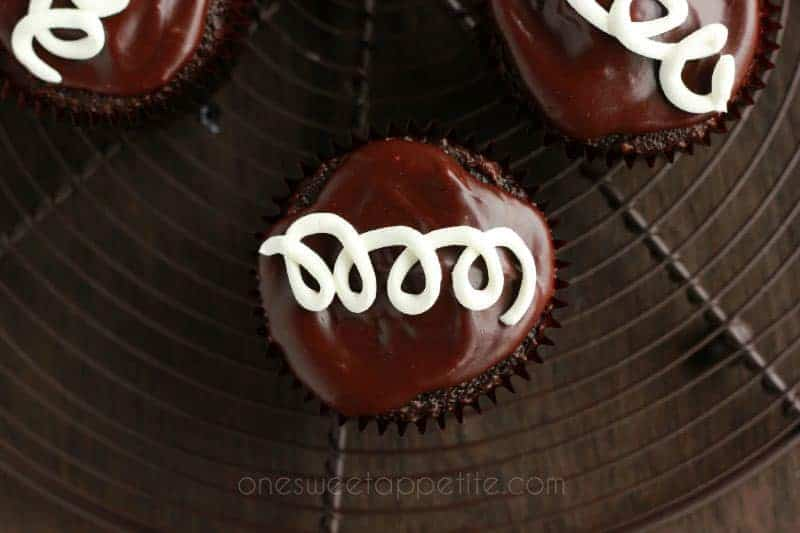 Copycat Hostess Cupcakes