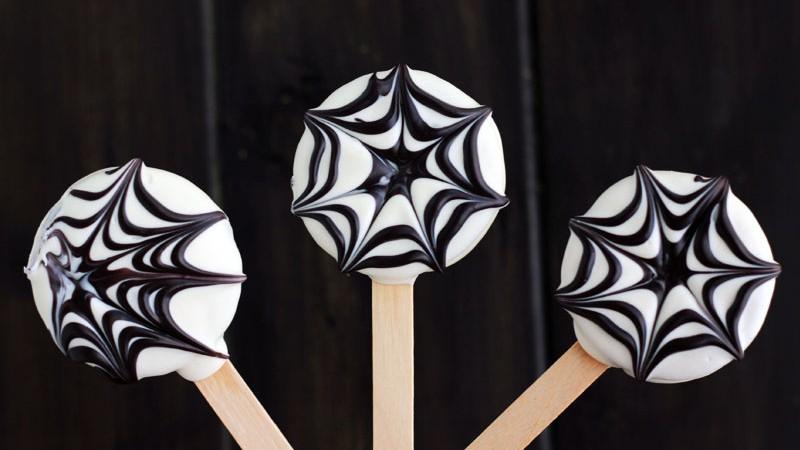 Spider Web Oreo Cookies