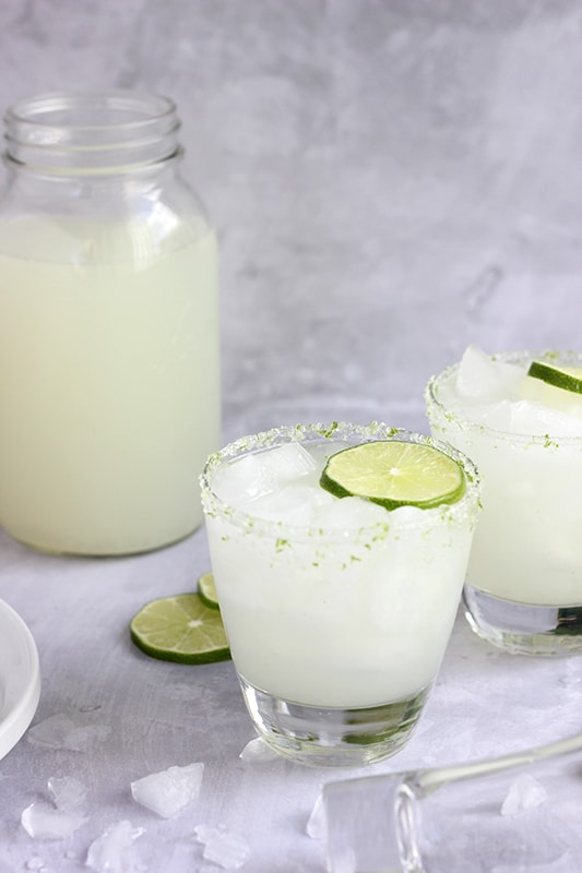 homemade margarita in glass with lime slice
