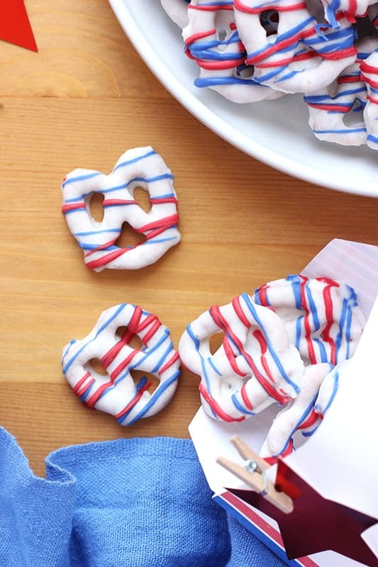Easy holiday dipped pretzels