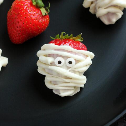 Mummy Halloween Strawberries